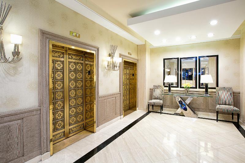 Executive Plaza NYC - Lobby Elevators